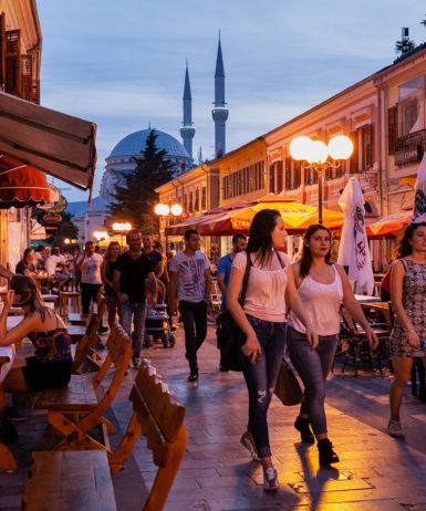 shkodra city by night pedonale